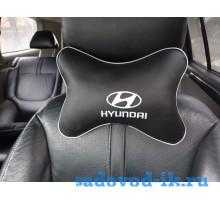 Подушка на подголовник Hyundai (черная)